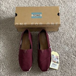 Toms Classic Red Mahogany Size 6.5 NWT & box